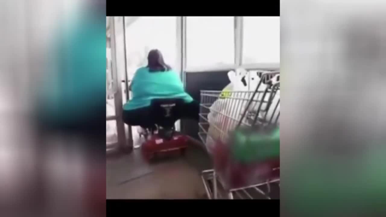 stuck Fat woman